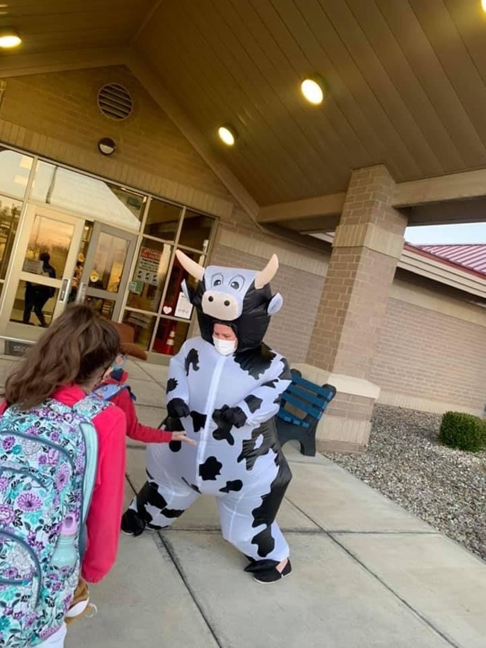 "Students were ""mooooving on in"" to Creekside Elementary."