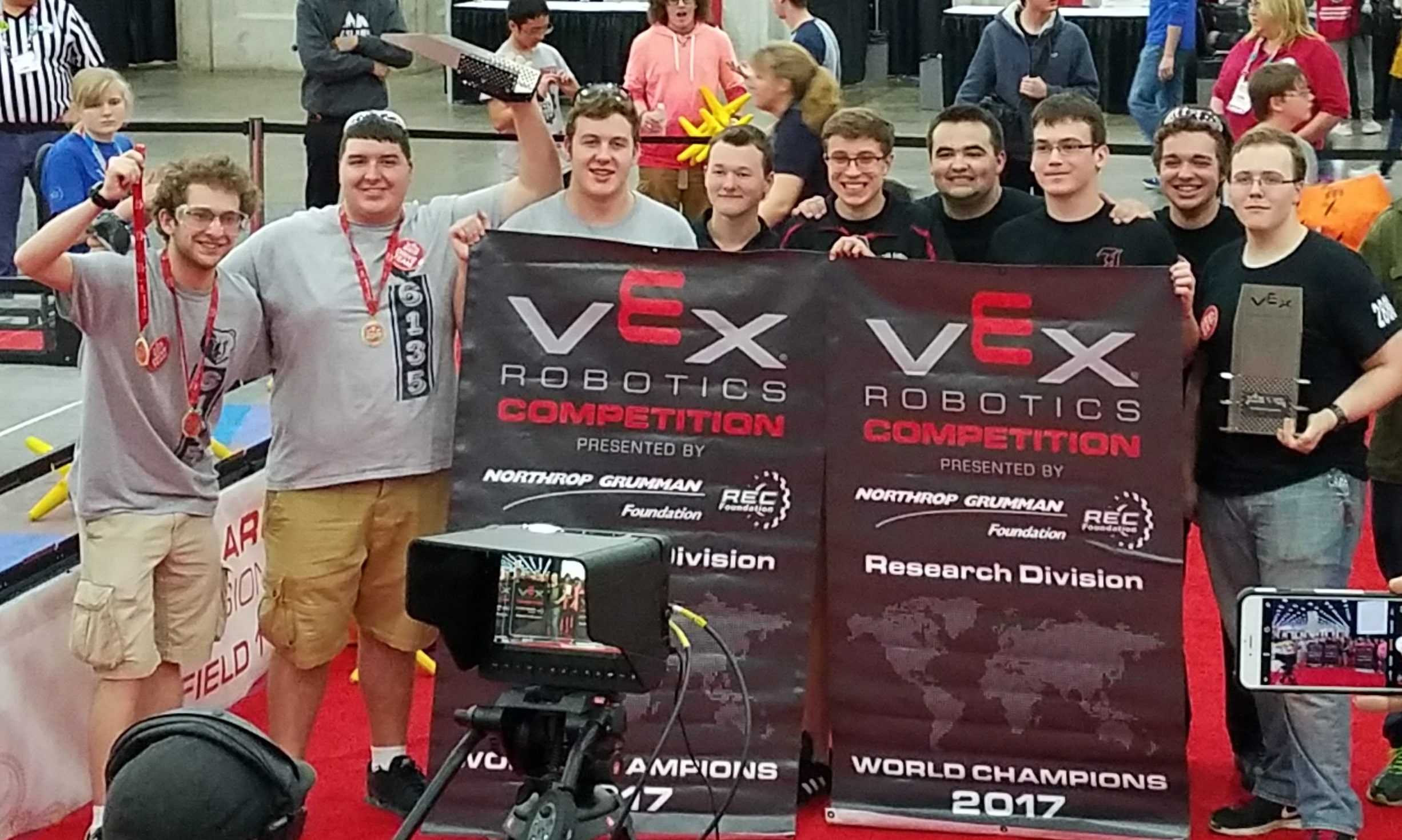 CHHS & JHHS VEX ROBOTICS TEAM EARN 3RD PLACE AT WORLD CHAMPIONSHIPS