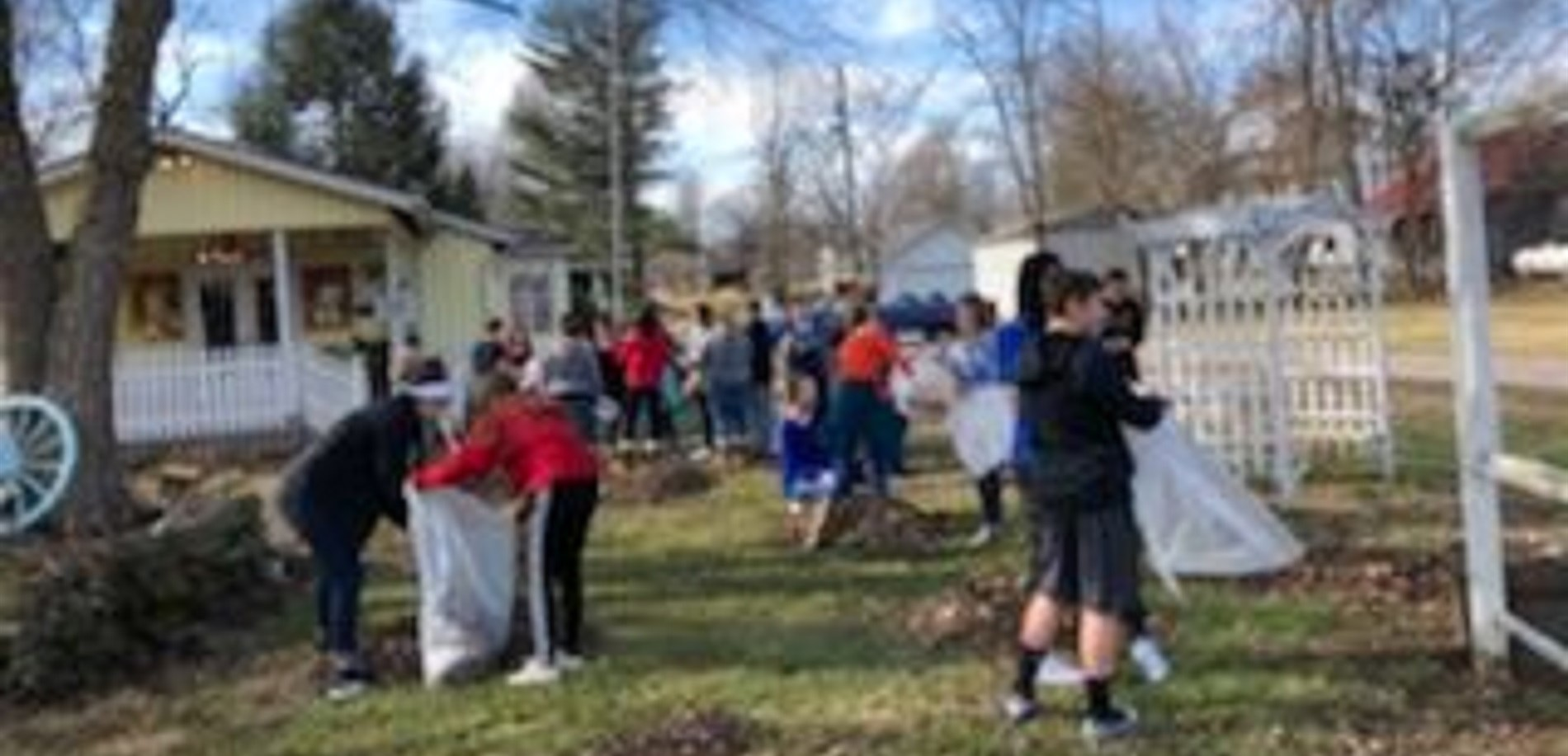 EHMS Hiking Club helps out a local resident!