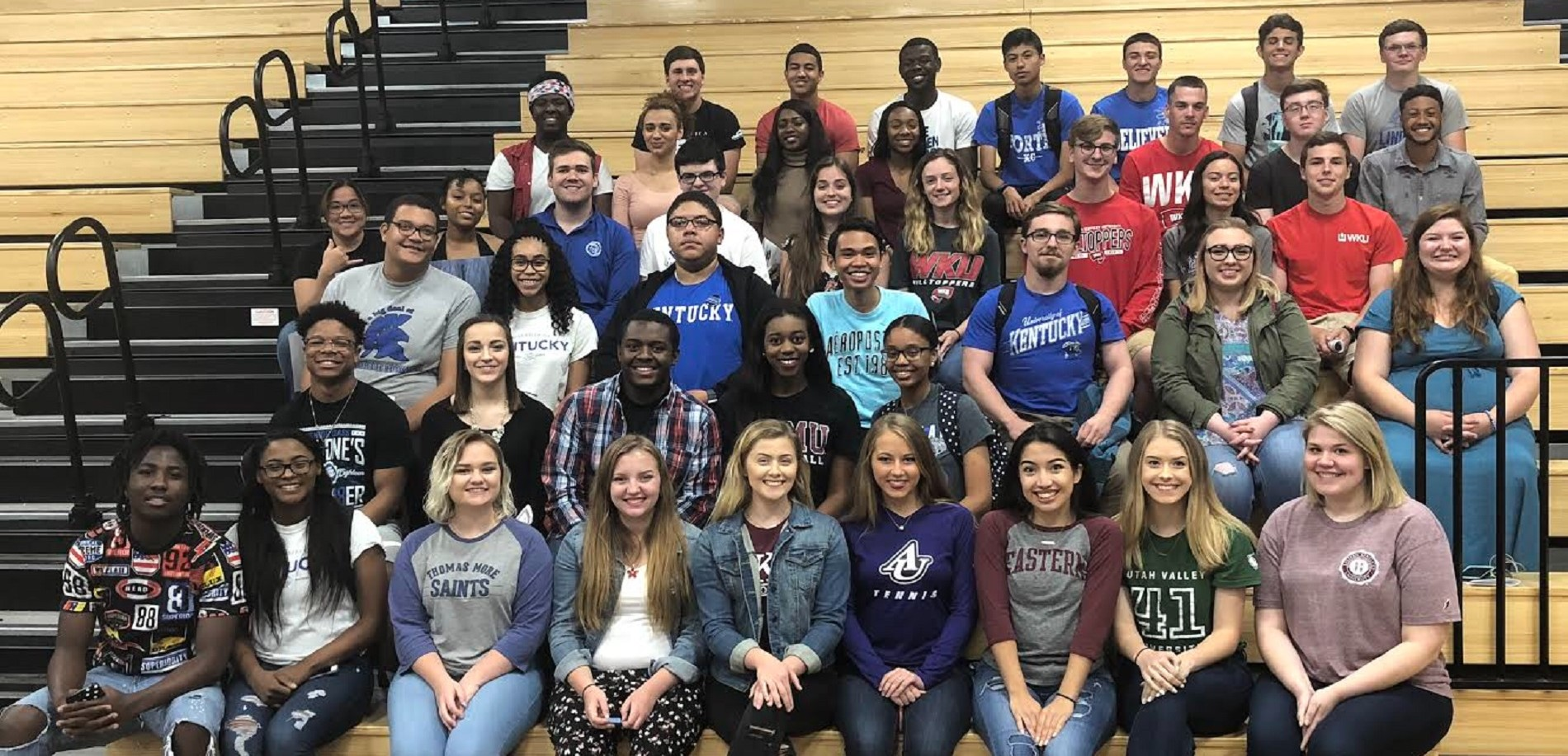 Seniors who signed for College with Academic Scholarships